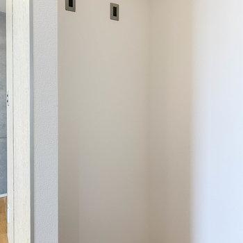 【3階】キッチン後ろ側に冷蔵庫置き場があります。
