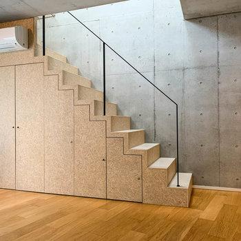 【2階】階段は麦わら帽子と同じ自然素材で作られているそう。
