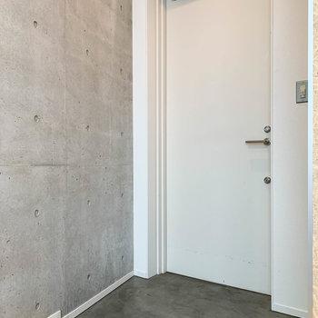 3階に戻り、玄関へ。