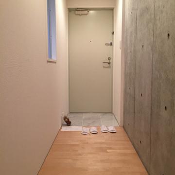 お部屋まではL字の廊下