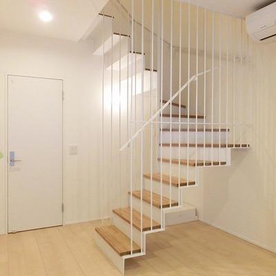 無垢の階段が素敵