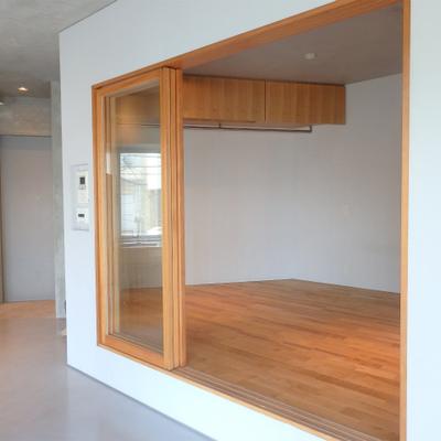居室はフローリング ※写真は別部屋です