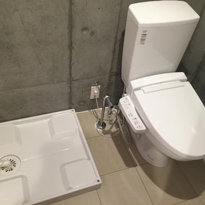 トイレです。隣に洗濯機