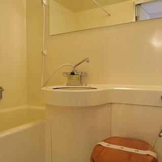 お風呂は既存ですが、大きな鏡を設置※写真は前回募集時のものです