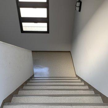 階段の幅は広いので、家具搬入もできますね。