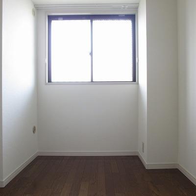 洋室です。少し小さめ