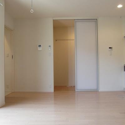 小さな洋室から玄関側に!※写真は前回募集時のものです