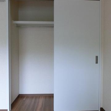収納はこちらのクローゼットが寝室に。