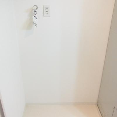 その隣は洗濯機置き場