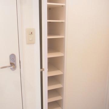 靴箱の扉は全身鏡。