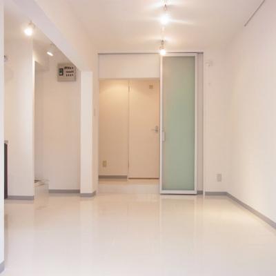 廊下と部屋はちょっと段差になっています。