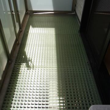 1階にも地下1階にもベランダありますよ