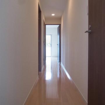 玄関からの廊下。