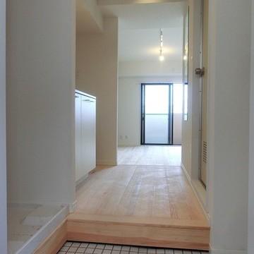 玄関は可愛らしく白タイルに♪※写真は前回募集時のものです