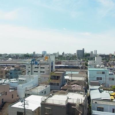 烏山車両センター(電車車庫)が見えます