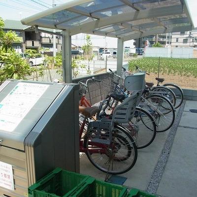 自転車置き場あります(無料)