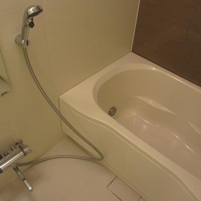 お風呂のサイズはフツウ。追い焚きつきです
