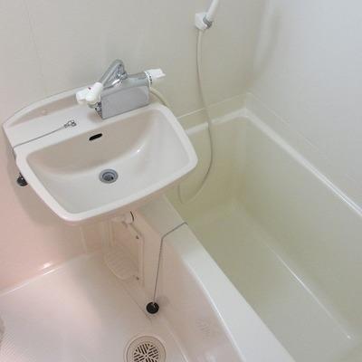 2点ユニット。追い焚きはありませんが浴室乾燥機付です。
