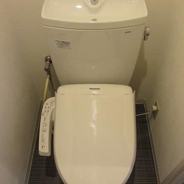 ウォシュレット付のキレイなトイレ。