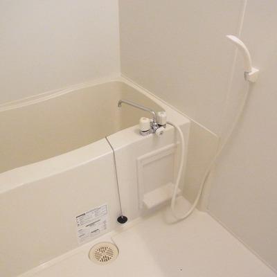 お風呂はシンプル、追い焚き可能