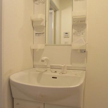 独立洗面台もきれい。