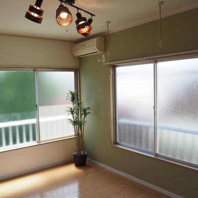 窓は二面彩光です。