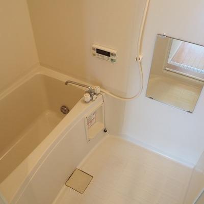 お風呂は追い炊き機能付きです。