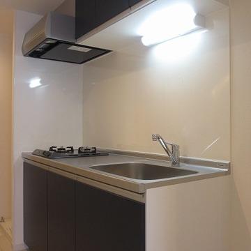 ゆったりとしたキッチンは使い勝手もよさそうですね。2口ガガスコンロ。