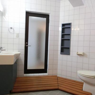 バストイレは一緒ですが、独立洗面台もありますよ