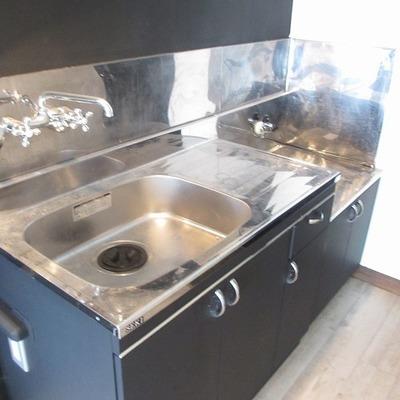 キッチンです。置きがたコンロなので自由に購入してくださいな。※写真は前回掲載時のものです。