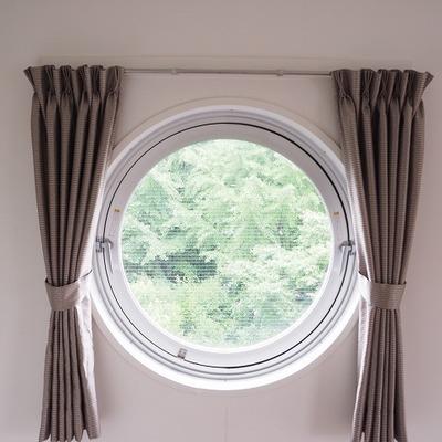 緑のみえる丸窓