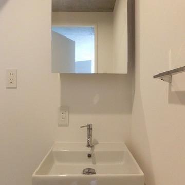 洗面台はシンプル。※写真は前回募集時のものです