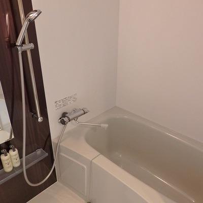 お風呂は乾燥機付き