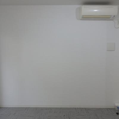 キッチンがあるほうの壁から・・・エアコンあります