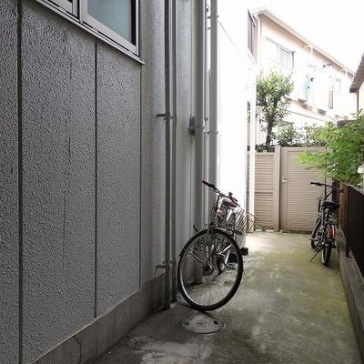 駐輪場です。狭いけどあると便利。