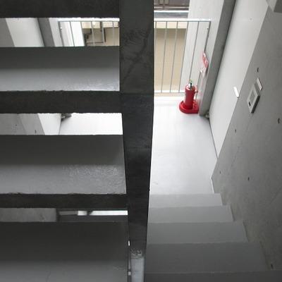 階段です。オシャレ風に撮ってみた。