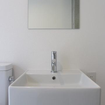 独立洗面台はコンパクト。