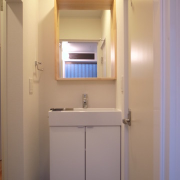 木枠の独立洗面台。※写真は前回募集時のものです