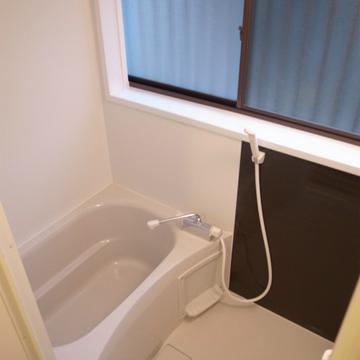 お風呂はコンパクトめ。※写真は前回募集時のものです
