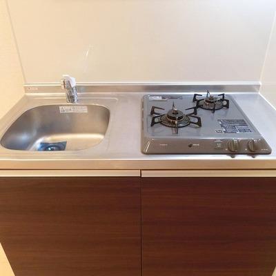 キッチンはコンパクトながら、しっかり2口です。※画像は同じ間取りの別部屋です