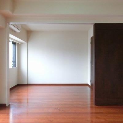 スライド式のドアで仕切れますね