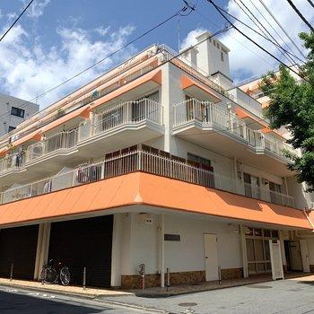 オレンジの屋根が目印◎(1階はオーナーさん事務所です。)