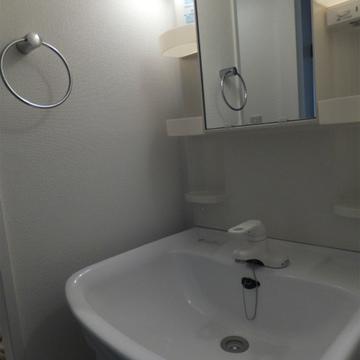独立洗面台も綺麗。