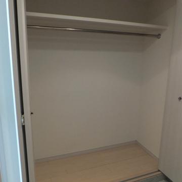 玄関のクローゼットは特大。