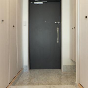 玄関から部屋への廊下。