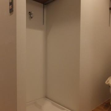 お風呂前に洗濯機置き場があります。