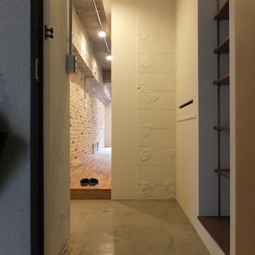 玄関は広めで、シューズボックスも完備されています。