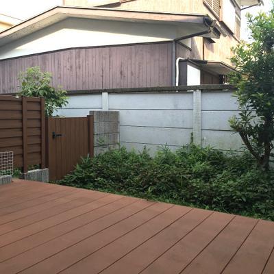 ウッドデッキとその先の庭が自分のもの!
