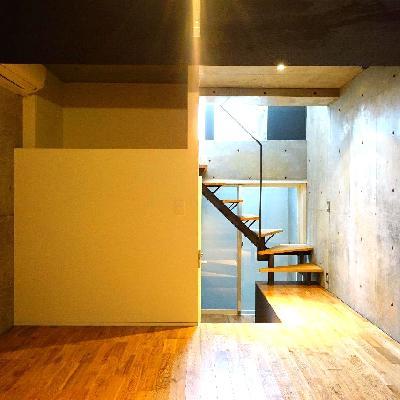 地下のお部屋です!無垢床とコンクリの相性が良いです♪