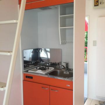 キッチンはコンパクト。※写真は前回募集時のものです